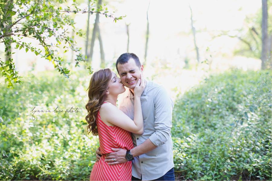 Cute couple by Lynn in Love Photo, Dallas and Houston Portrait photographer