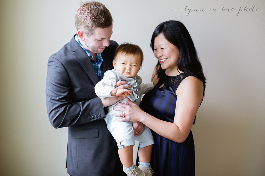 1 year old session with family portrait by Lynn in Love Photo, Houston Baby Photographer